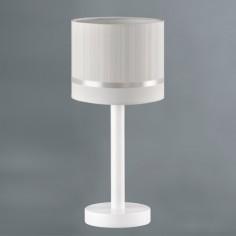 Lámpara mesa infantil Líneas en beige y blanco con pie en madera