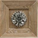Cuadro Flor plateada relieve con madera natural