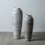 Jarrón fabricado en cerámica en color blanco y negro