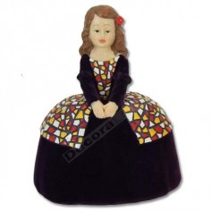 Figura moderna menina color lila terciopelo
