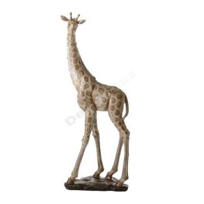 Figura de jirafa para hogar moderno