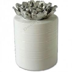 Jarrón color blanco cilídrico detalles flores plata
