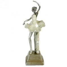 Figura bailarina de resina color plata y nácar