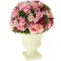 Centro de flores en color rosa con maceta crema