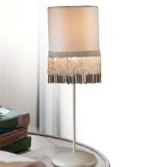 Lámpara sobremesa blanca pantalla cilíndrica flecos