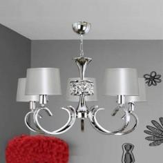 Lámpara de techo cinco luces acabada en cromo con pantallas en perla