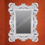 Espejo blanco decorativo con forma rectangular