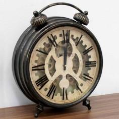 Reloj decorativo de sobremesa en metal envejecido