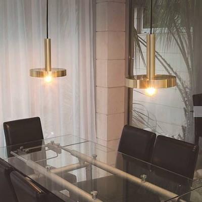 Lámpara colgante Whizz en metal oro satinado con interior en negro