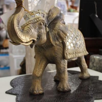 Figura elefante étnico en dorado glaseado con brillos espejo