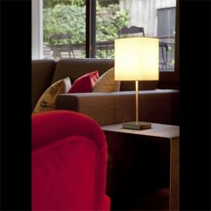 Lámpara de sobremesa Thana con pantalla cuadrada blanca