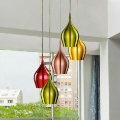 Lámpara techo Vibrant cinco luces pantallas colores metalizados