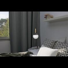 Lámpara colgante Mine bola cristal opal con gris oscuro y madera
