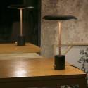 Lámpara de mesa Hoshi LED regulable en negro y cobre