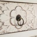 Mesita Oriente blanco rozado dos puertas y un cajón tallados