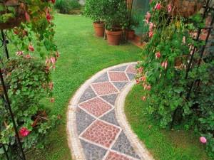 camino de piedra de jarín