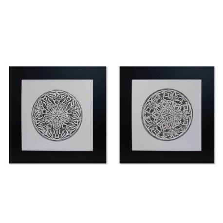 Cuadros mandalas en serie con un clasico marco negro para decorar salones o comedores